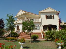 Maestosa villa dominante sulle colline di Rocca D'Evandro