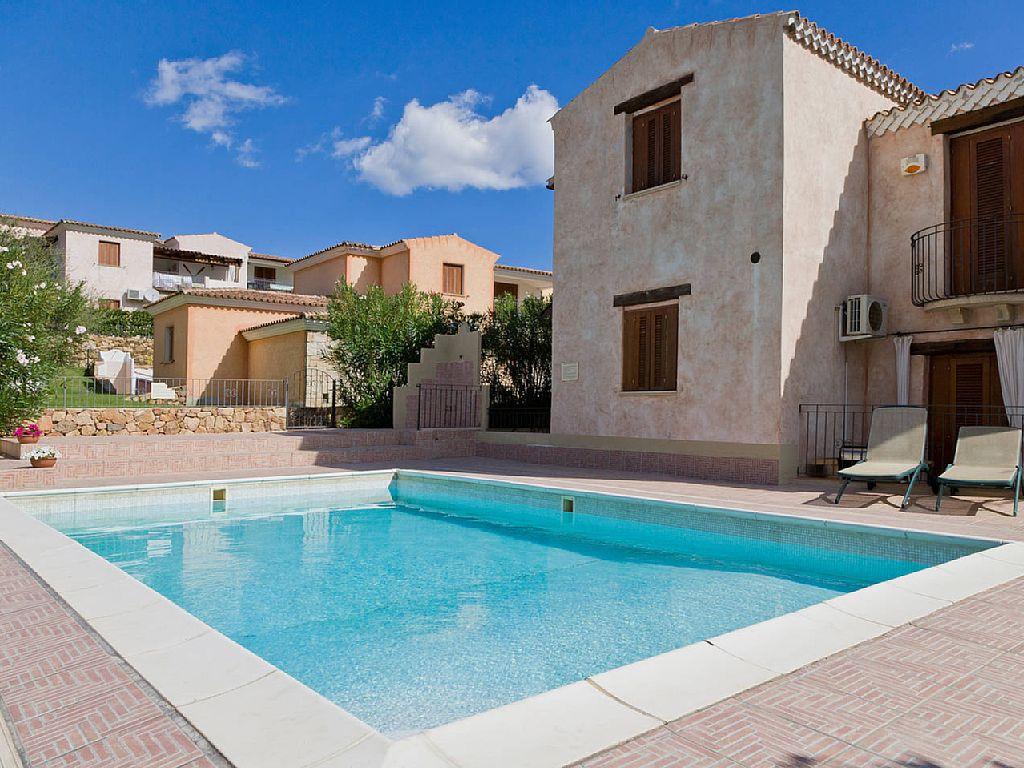 Splendido appartamento 9 posti letto residence con piscina for Residence con piscina budoni